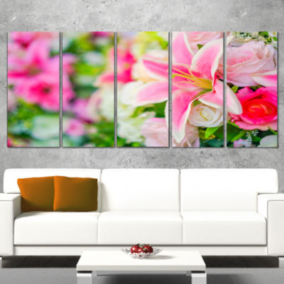 Designart Beautiful Lily Flowers in Bouquet FloralArt Canvas Print - 4 Panels