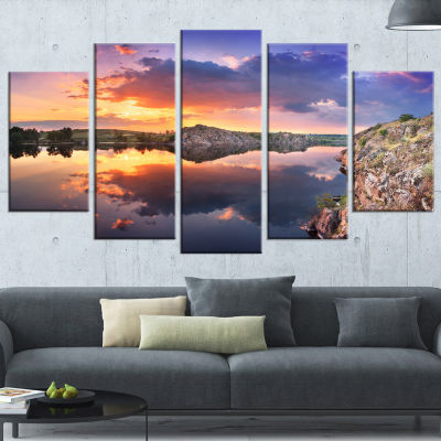 Designart Sunset at River with Large Clouds Landscape Photography Canvas Print - 5 Panels