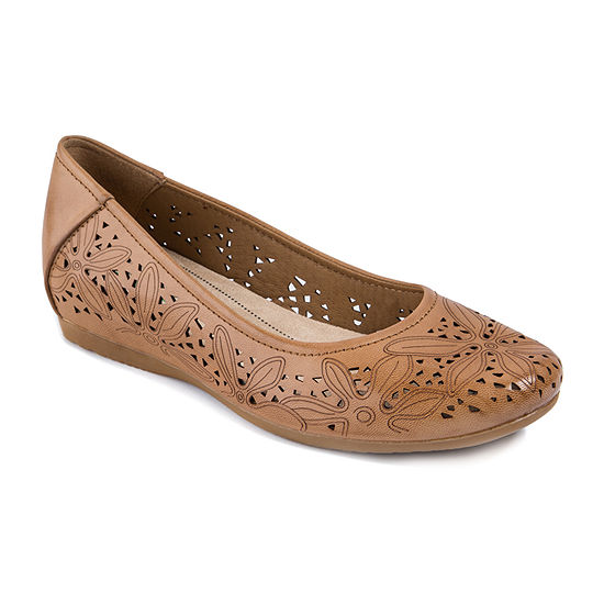 Bare Traps Womens Mariah Slip-On Shoe
