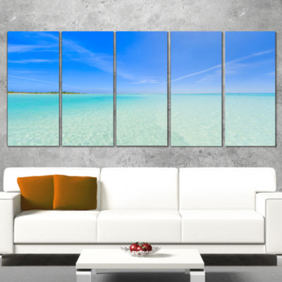 Designart Tropical Beach in Cayo Largo Island Modern Seascape Canvas Artwork - 4 Panels