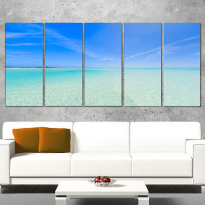 Designart Tropical Beach in Cayo Largo Island Modern Seascape Canvas Artwork - 5 Panels
