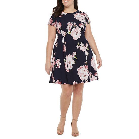 Jessica Howard-Plus Short Sleeve Floral Fit & Flare Dress