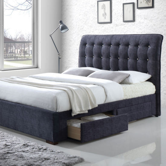 Drorit Tufted Bed