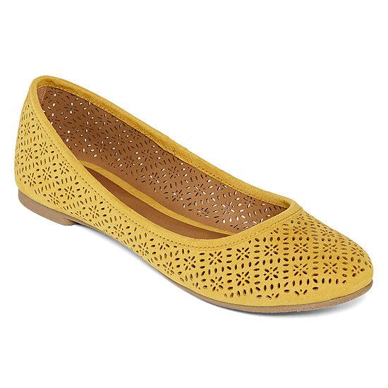 Arizona Womens Maci Slip-on Closed Toe Ballet Flats