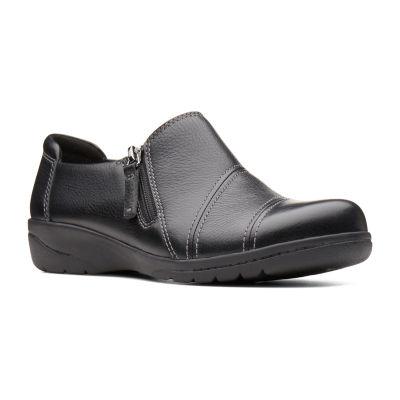 Clarks Womens Cheyn Clay Round Toe Slip-On Shoe