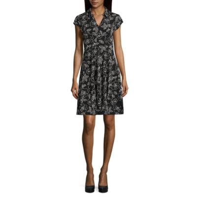 Robbie Bee Short Sleeve Floral Fit & Flare Dress-Petites