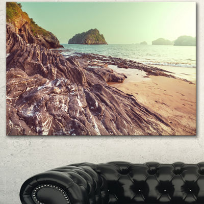 Designart Fantastic Halong Bay Vietnam Large Seashore Canvas Print - 3 Panels