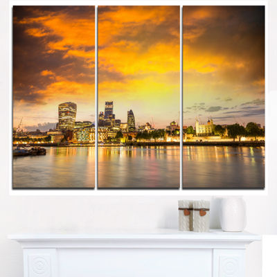 Designart Financial District Of London At TwilightCityscape Triptych Canvas Print