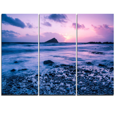 Designart Slow Motion Waves On Rocky Beach ModernSeascape Triptych Canvas Artwork
