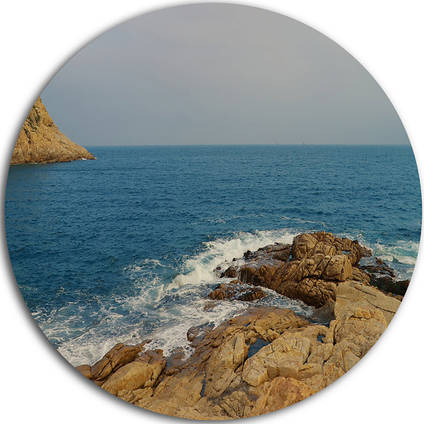 Designart Blurred Waters in Hong Kong Beach ExtraLarge Seashore Metal Circle Wall Art