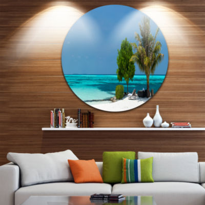 Designart Beach with White Sand and Turquoise Water Seascape Metal Artwork