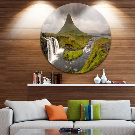 Designart Kirkjufell Waterfalls in GrundarfjordurLandscape Metal Circle Wall Art