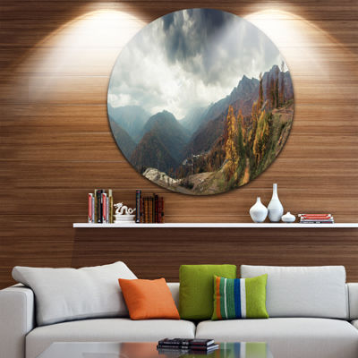 Designart Caucasus Mountains White Panorama Landscape Metal Circle Wall Art