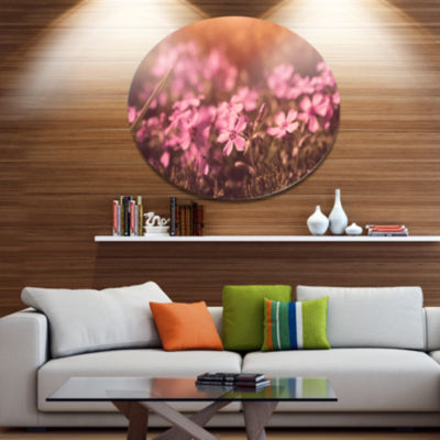 Designart Violet Flowers in Vintage Style Floral Metal Circle Wall Art
