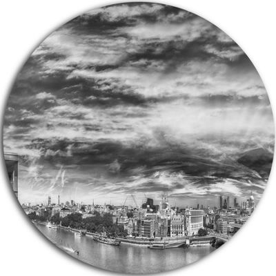 Designart Black and White Panoramic London Cityscape Metal Circle Wall Art