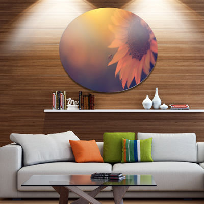 Designart Vintage Photo Of Sunflower Close up Large Floral Metal Circle Wall Art