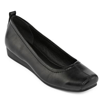 Yuu Imperial Womens Slip-On Shoes
