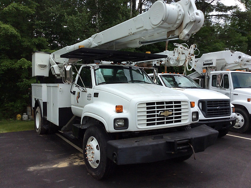 Detail photo of 2000 Chevrolet C7500 from Construction Equipment Guide