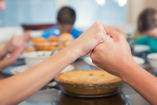 family prayer, praying, praying before a meal