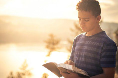 Teen Reading Bible
