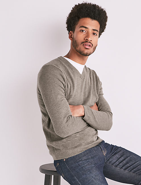 WELTERWEIGHT LINEN V-NECK,