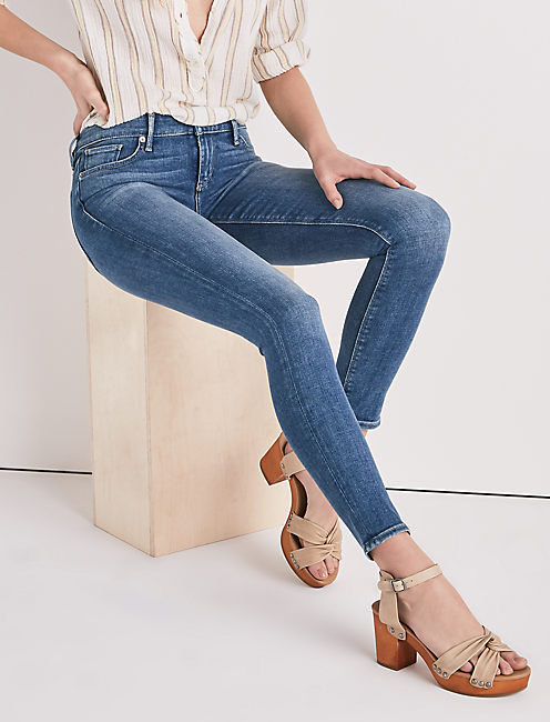 Low Rise Jeans For Women Add a stylish twist to the quintessential ultra-casual fashion ensemble of jeans and a t-shirt by choosing to accessorize with a pair of low-rise denim pants. Available in a variety of colors and styles, low-rise jeans for women will add a fashionable and relaxed touch to any casual outfit.