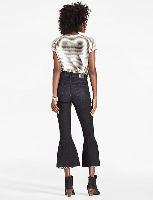 HIGH RISE CROPPED RUFFLE FLARE JEAN,