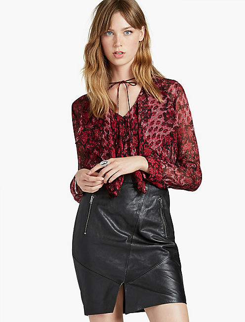 RED FLORAL RUFFLE BLOUSE,
