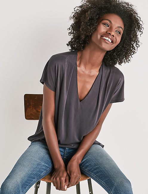 SANDWASH V-NECK DARTED TOP,