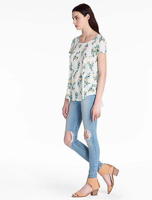 LUCKY FLORAL VINES TEE