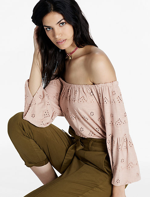 EYELET OFF THE SHOULDER TOP, SHADOW GRAY