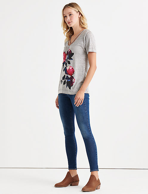 BOLD FLORAL TEE.,