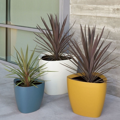 "Fiberglass Triangular Planter - 30""DIA"