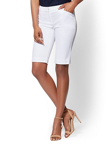 7th Avenue - White Bermuda Short - Signature - New York & Company