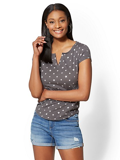 Hampton Star-Print Cotton Split-Neck Tee - New York & Company