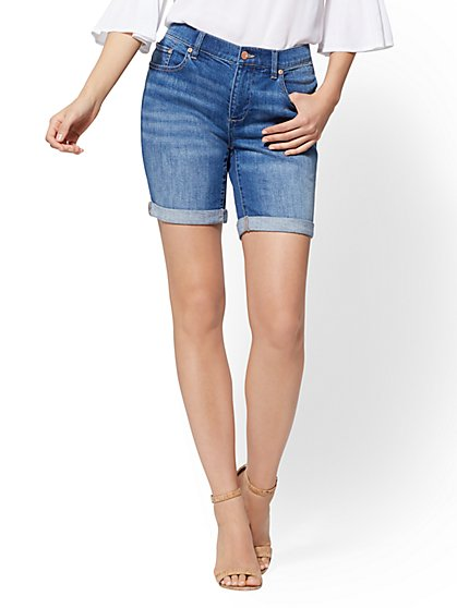 Soho Jeans - Curvy 7 Inch Boyfriend Short - Blue Society Wash - New York & Company