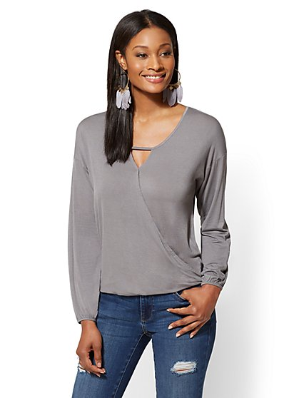Soho Soft Tee - Keyhole-Detail Wrap Top - New York & Company