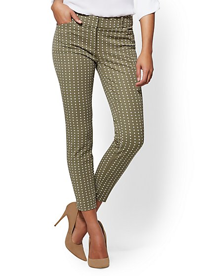 The Audrey Ankle Pant - Curvy - Olive Dot Print - New York & Company