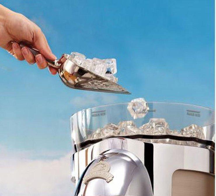 Frozen drink machine ice hopper