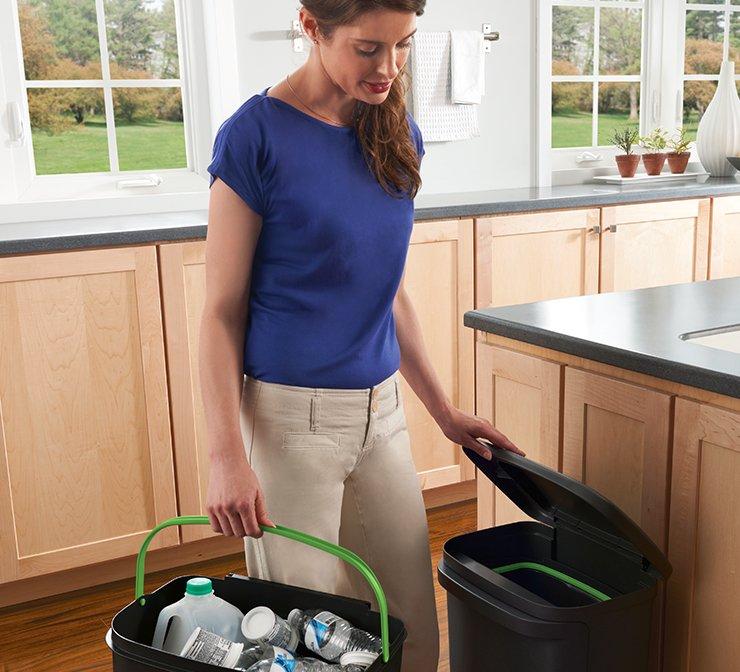 Rubbermaid 2-in-1 recycle bin