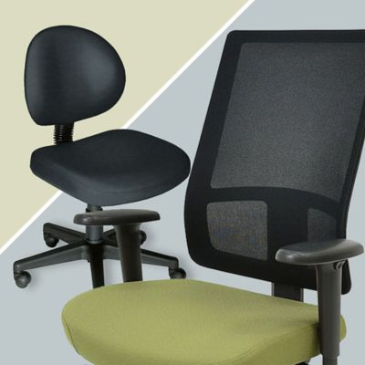 Office Chairs: With or Without Arms?