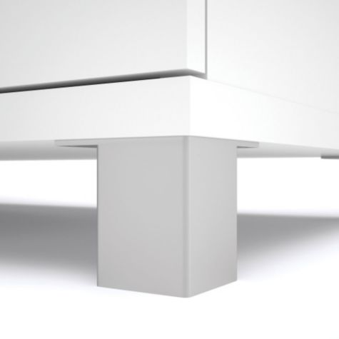 White foot detail