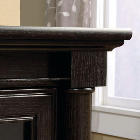 Top corner edge and plinth detail