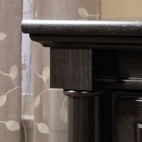 Edge detail with pilaster
