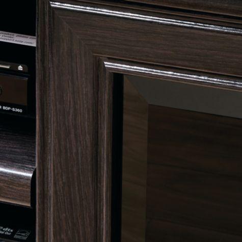 Fine detailing of door frames