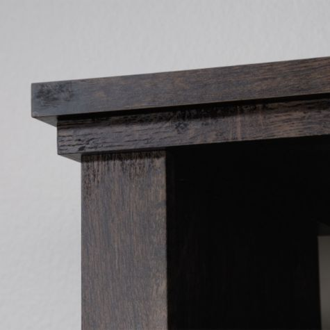 Close up of top edge