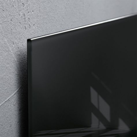 Close up of Black glass edge