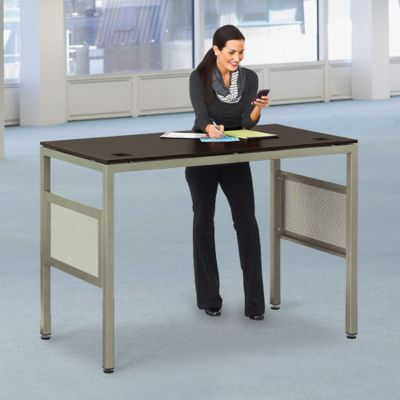 6 Tips on Incorporating Ergonomics With Your Standing Desk