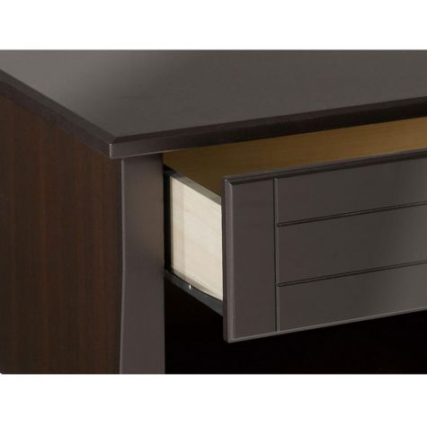 Drawer with metal glides