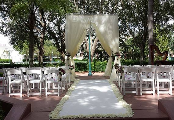Square-Ceremony-Structure-with-chandelier